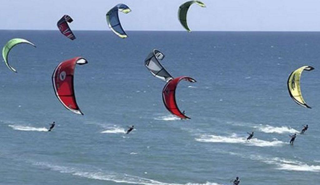 Νάξος: Σοβαρός τραυματισμός τουρίστριας που έκανε Kite surf   Pagenews.gr