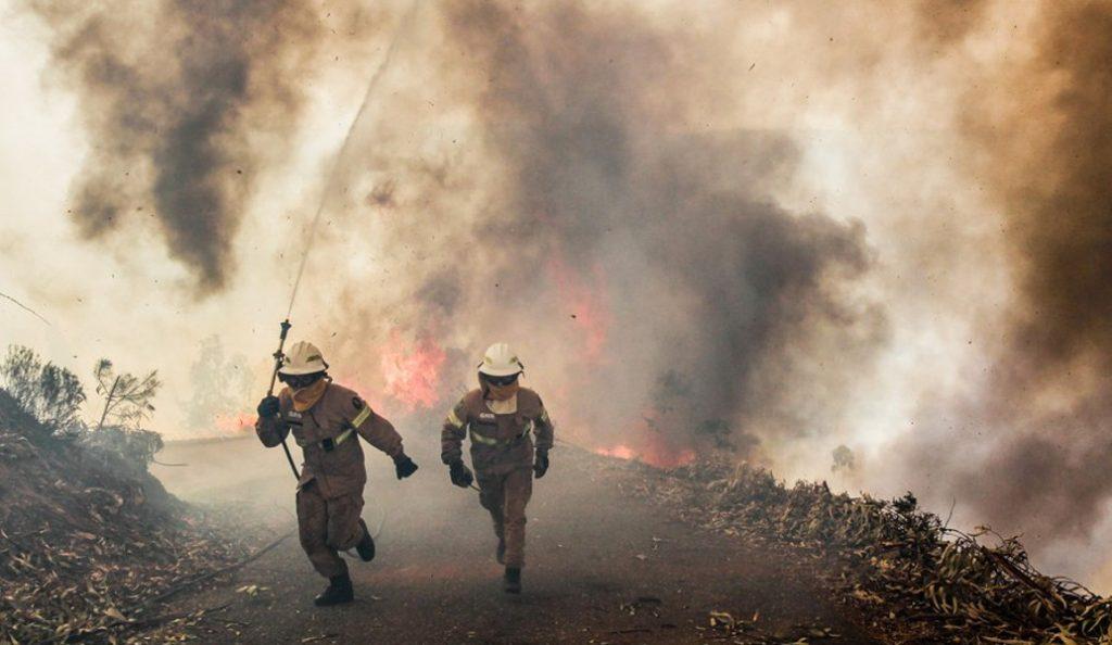 Αυξάνονται τα θύματα στην Πορτογαλία – Πυροσβέστης ο 63ος νεκρός | Pagenews.gr