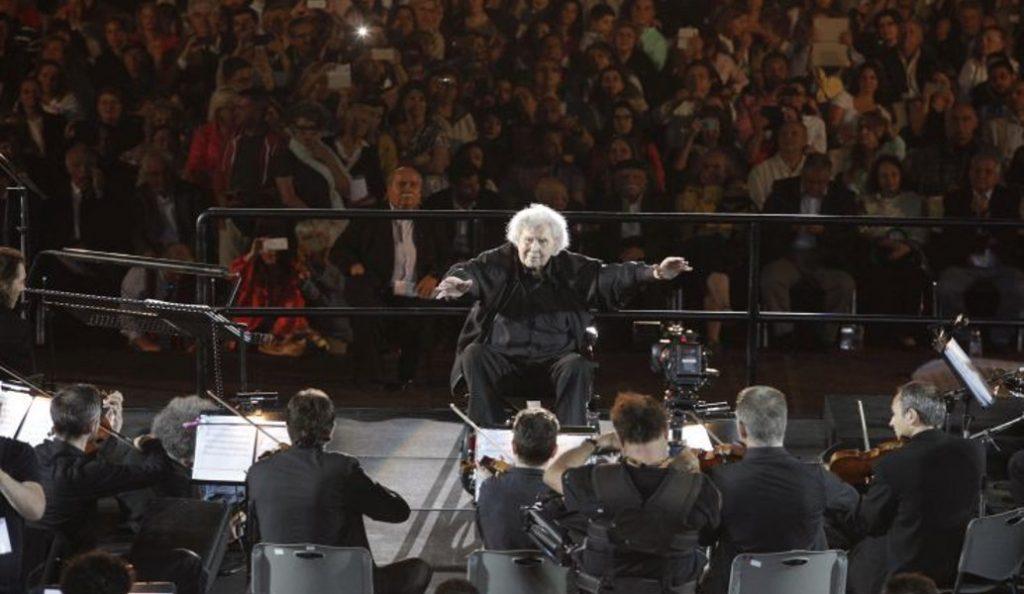 «Όλη η Ελλάδα για τον Μίκη»: Το εκπληκτικό βίντεο του Γιάννη Στάνκογλου από την παράσταση | Pagenews.gr