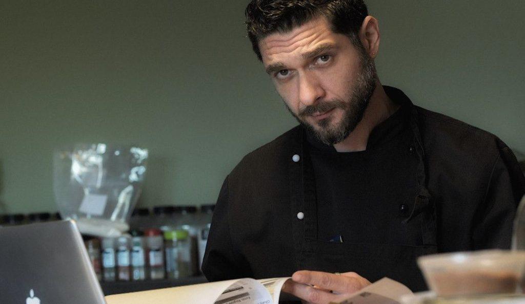 Η σέξι φωτογράφιση του γοητευτικού κριτή του «Master Chef» (pics) | Pagenews.gr