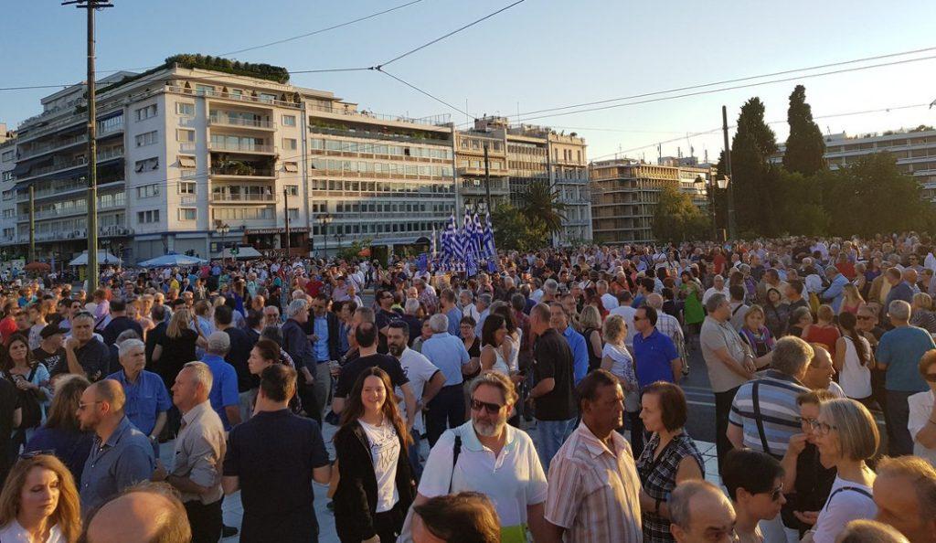 Στο Σύνταγμα ξανά οι «Παραιτηθείτε» (pics)   Pagenews.gr