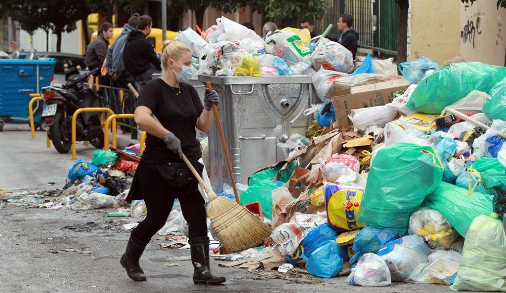 Τα σκουπίδια «πνίγουν» την Αττική – Αποκαρδιωτική εικόνα (pics)   Pagenews.gr