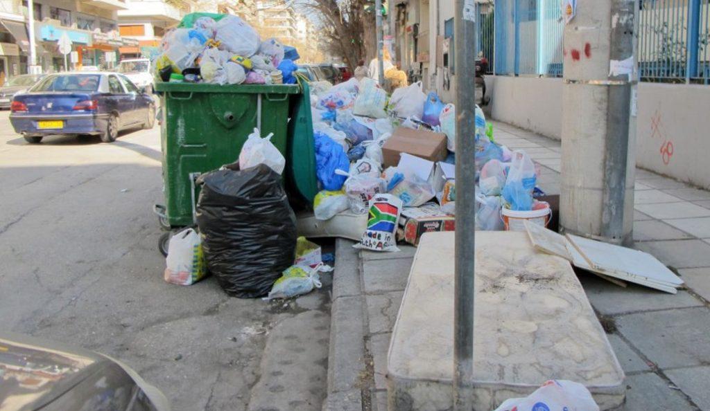 Ξεχειλισμένοι κάδοι στη Θεσσαλονίκη – Έκκληση του Δήμου να μην βγάζουν οι πολίτες τα απορρίμματα | Pagenews.gr