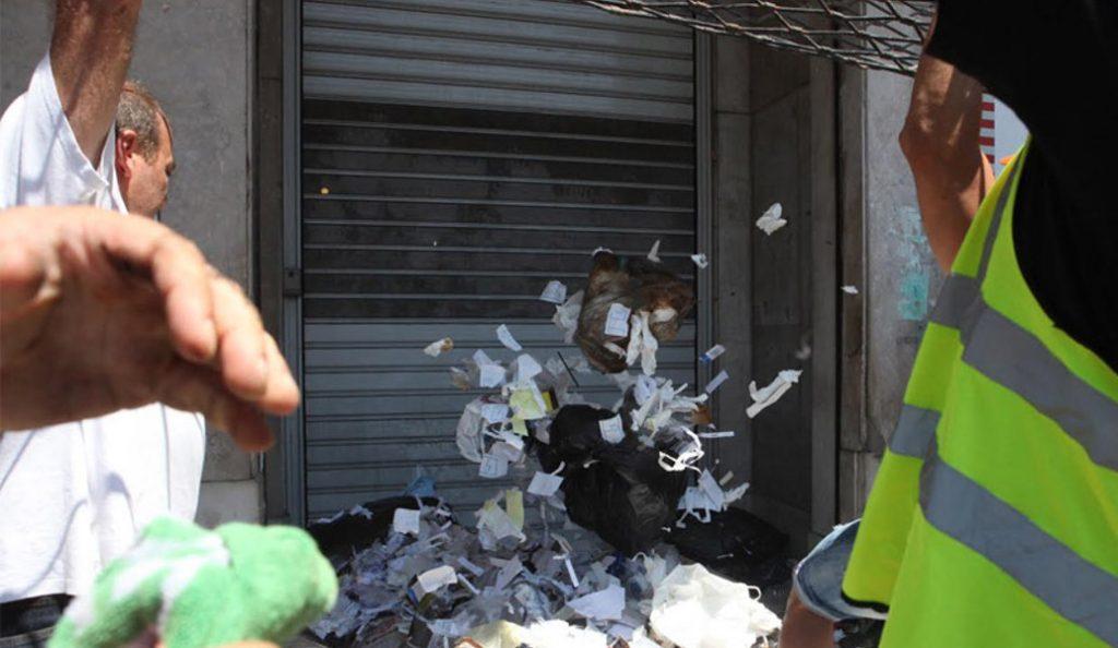 Ένταση στην πορεία της ΠΟΕ-ΟΤΑ: «Πολιόρκησαν» το Υπ. Εσωτερικών – Έπεσαν χημικά στη Βουλή (vids) | Pagenews.gr