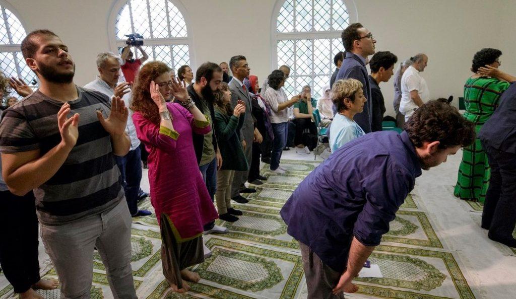 Γερμανία: Ιδρύθηκε το πρώτο «φιλελεύθερο ισλαμικό τέμενος» | Pagenews.gr