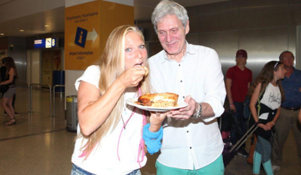 Η Σάρα Εσκενάζυ γύρισε στην Ελλάδα – Την υποδέχτηκαν με παστίτσιο (pics) | Pagenews.gr