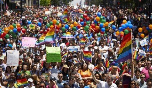 Με συνθήματα κατά του Ντόναλντ Τραμπ το Gay Pride στη Νέα Υόρκη (pics) | Pagenews.gr