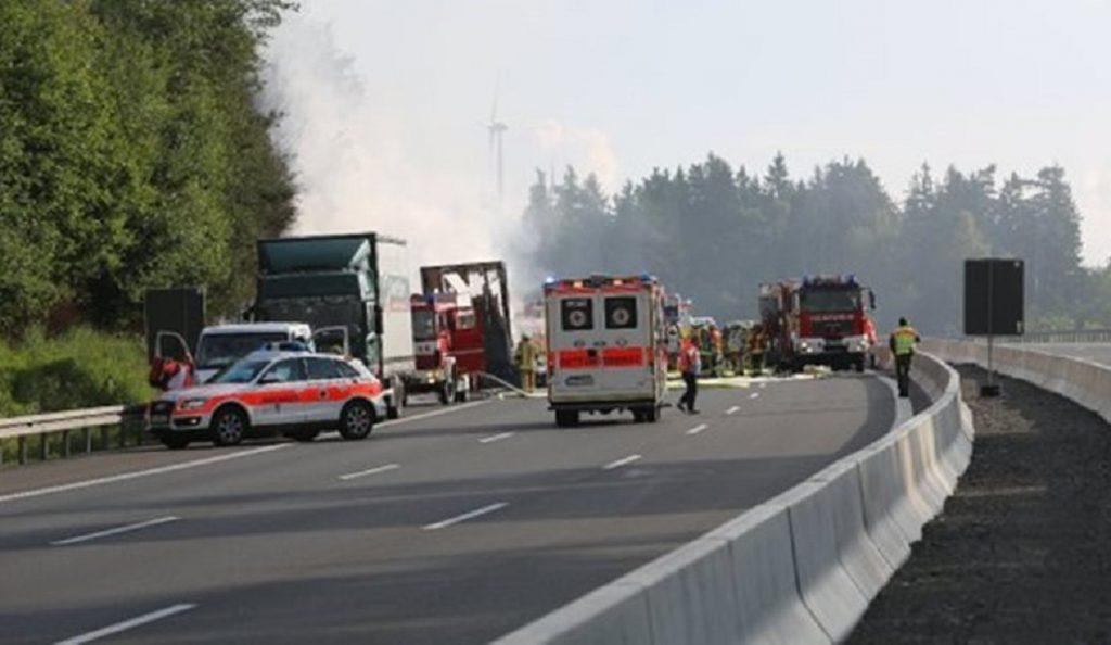 Γερμανία: Σύγκρουση λεωφορείου με φορτηγό – Ενας νεκρός | Pagenews.gr