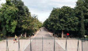 Επίθεση στο Πεδίον του Άρεως: Κουκουλοφόροι πέταξαν πέτρες και μάρμαρα σε αστυνομικούς | Pagenews.gr