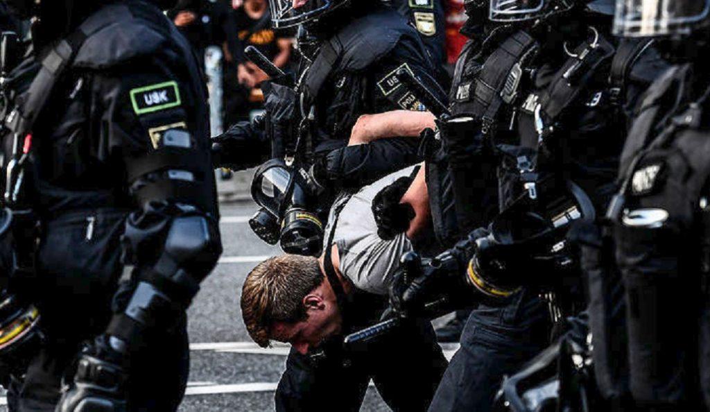Γερμανός ΥΠΕΣ: Νεοναζί και τζιχαντιστές οι διαδηλωτές στο Αμβούργο   Pagenews.gr