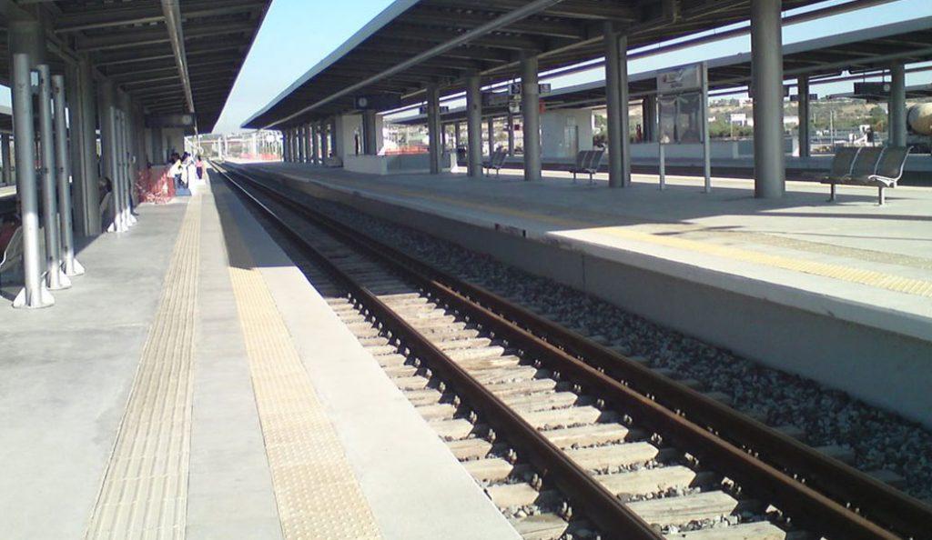 Τραγωδία στην Κόρινθο: Γυναίκα παρασύρθηκε από τον προαστιακό σιδηρόδρομο | Pagenews.gr