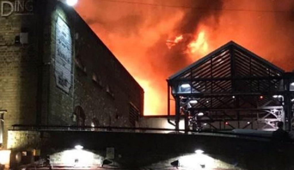 Λονδίνο: Μεγάλη φωτιά στο Camden Market (vids) | Pagenews.gr