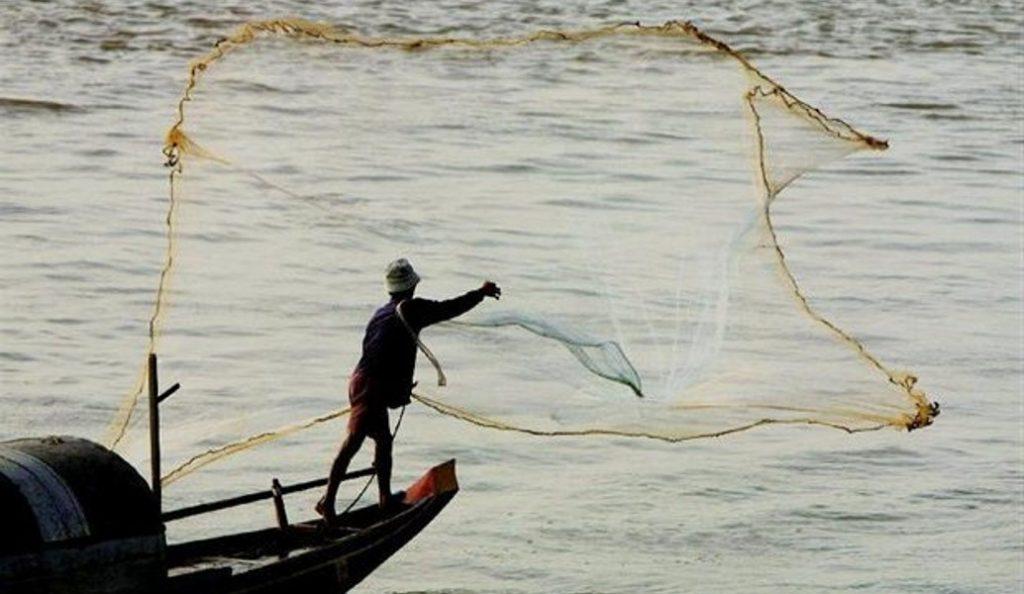 Τρομακτικό: Το «ψάρι-φίδι»  που έπιασε ψαράς στο Ναύπλιο (pics) | Pagenews.gr