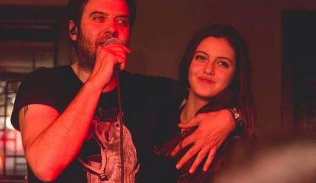 Η κόρη των Αδάμ – Λιβιεράτου τραγουδά στο πρώτο της live και είναι συγκλονιστική (vid) | Pagenews.gr