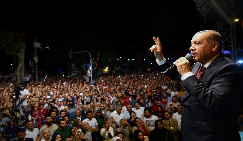 Τουρκία: Πλήθος λαού στους δρόμους ως φόρος τιμής στα θύματα του αποτυχημένου πραξικοπήματος | Pagenews.gr