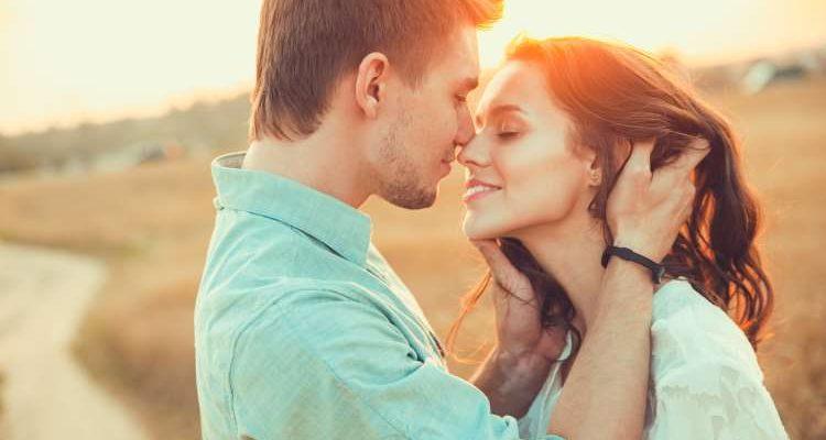 Παράξενος τρόπος να γιατρέψεις την σχέση σου | Pagenews.gr