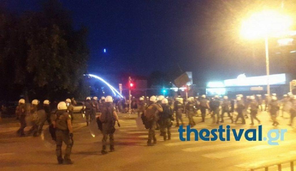 Συμπλοκές μεταξύ ΜΑΤ και αντιεξουσιαστών στο κέντρο της Θεσσαλονίκης | Pagenews.gr
