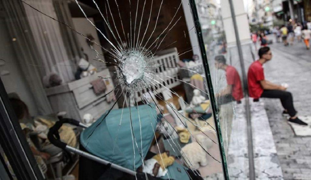 Σε βίντεο ψάχνει η ασφάλεια όσους βανδάλισαν την Ερμού   Pagenews.gr