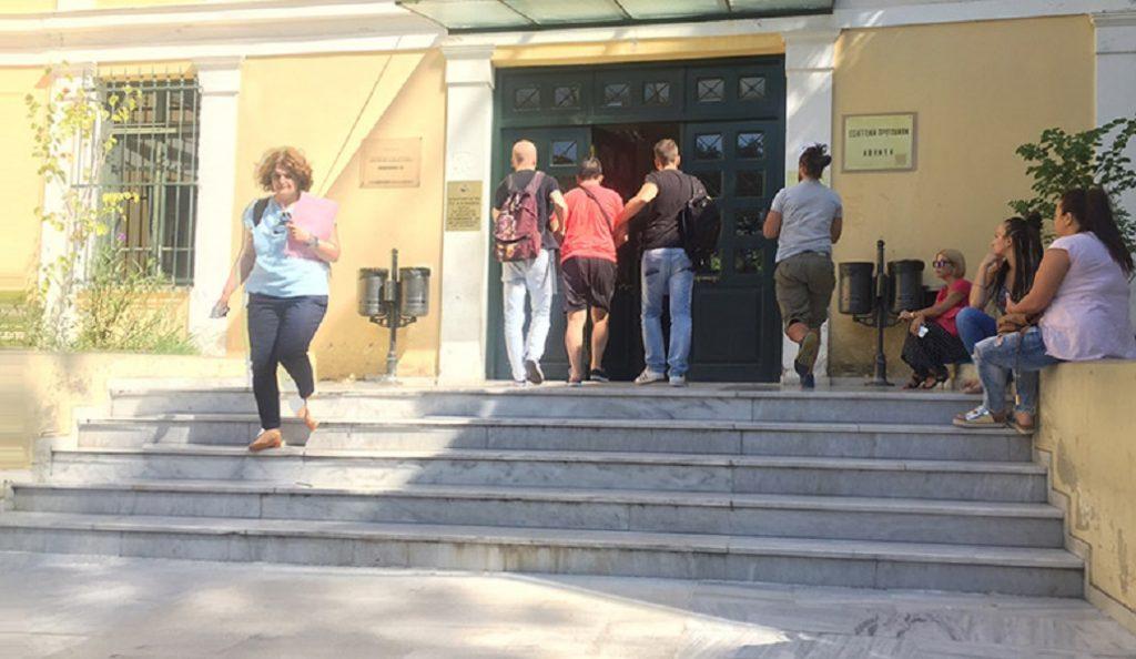 Αμίλητος στον εισαγγελέα ο δολοφόνος του Περιστερίου – Του ασκήθηκε ποινική δίωξη | Pagenews.gr