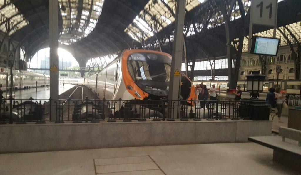 Ατύχημα με τρένο σε σταθμό στη Βαρκελώνη – Τουλάχιστον 48 τραυματίες (pics & vids) | Pagenews.gr