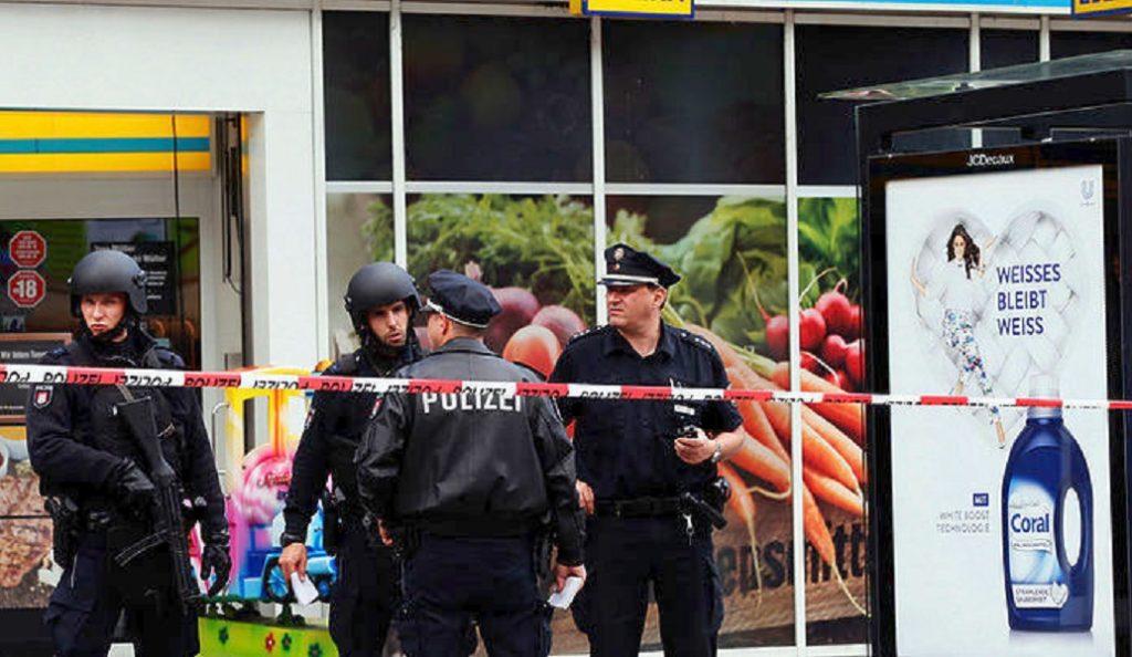 Αμβούργο: Περαστικοί ακινητοποίησαν τον δράστη της επίθεσης με το μαχαίρι   Pagenews.gr