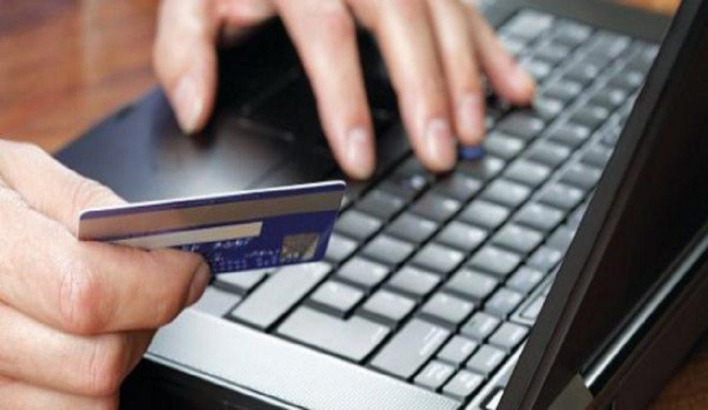 Έκλεψαν τις πιστωτικές κάρτες από αυτοκίνητο και άρχισαν τα ψώνια | Pagenews.gr