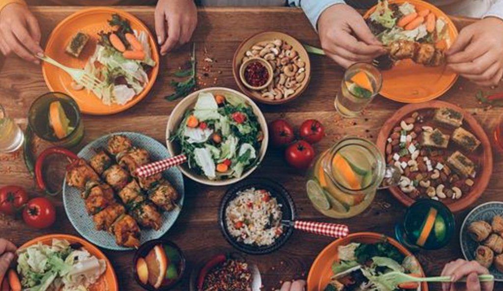 Πρόσκληση σε γεύμα από το κάθε ζώδιο | Pagenews.gr