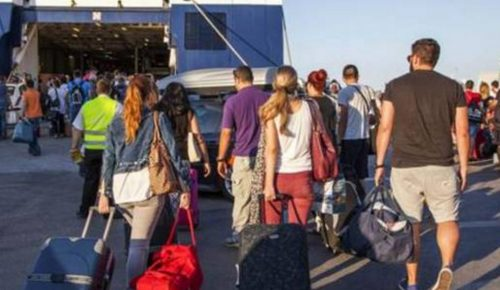 Δεκαπενταύγουστος: Αυξημένη η κίνηση από τα λιμάνια Πειραιά, Ραφήνας και Λαυρίου | Pagenews.gr