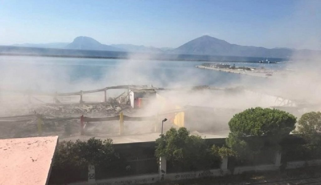 Θρήνος για τον νεκρό πρόσφυγα από την κατάρρευση στο παλιό λιμάνι της Πάτρας (vid) | Pagenews.gr