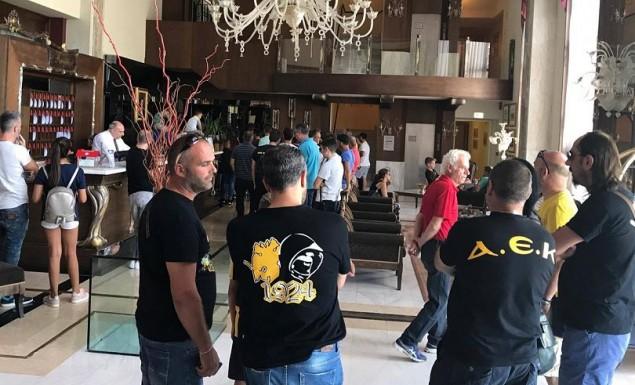 Οπαδοί της ΑΕΚ στο ξενοδοχείο στα Γιάννενα (pics) | Pagenews.gr