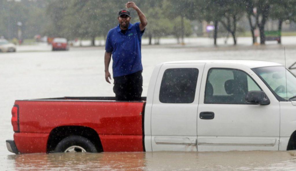 Τυφώνας Χάρβεϊ: Πλοιάρια για τη διάσωση εγκλωβισμένων στο Χιούστον (pics) | Pagenews.gr