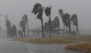 Συνεχίζει να σαρώνει το Τέξας ο τυφώνας Χάρβεϊ (vid) | Pagenews.gr