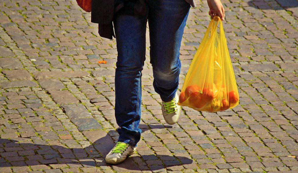 ΙΕΛΚΑ: 1 στους 10 καταναλωτές θα χρησιμοποιεί πλαστικές σακούλες μετά την επιβολή χρέωσης   Pagenews.gr