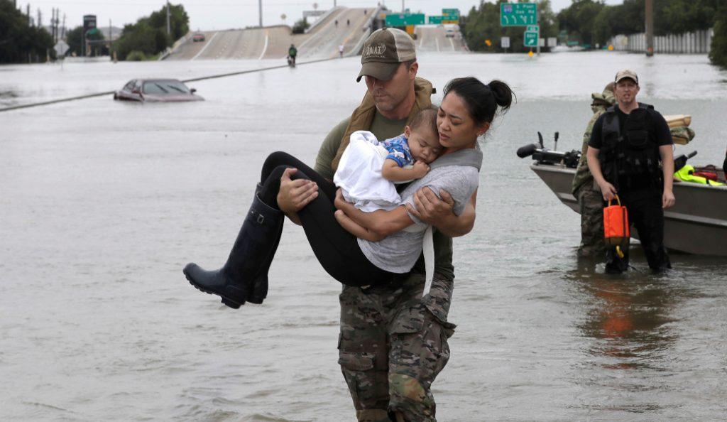 Τέξας: Εικόνες «Αποκάλυψης» από την επέλαση του τυφώνα Χάρβεϊ (pics) | Pagenews.gr