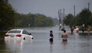 Ελληνίδα στο Τέξας «λυγίζει» για τον τυφώνα Χάρβεϊ (vid) | Pagenews.gr