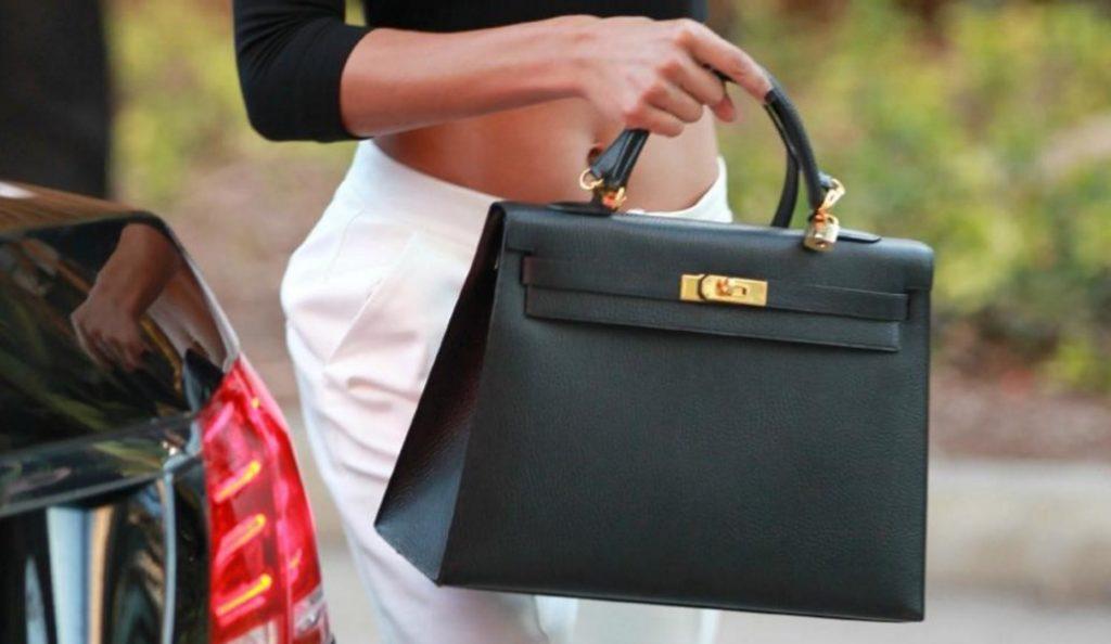 Ποιο είναι το πιο βρώμικο αντικείμενο που έχεις μέσα στην τσάντα σου; | Pagenews.gr
