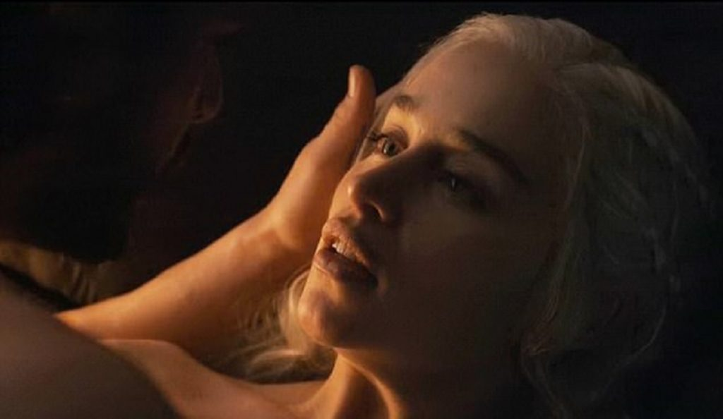 Daenerys Targaryen: Οι σκηνές πάθους με τον John Snow στο Game of Thrones (pics)   Pagenews.gr