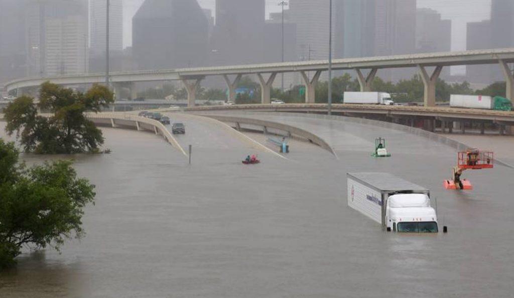 Τυφώνας Χάρβεϊ: Άρχισε να υπερχειλίζει φράγμα κοντά στο Χιούστον του Τέξας | Pagenews.gr