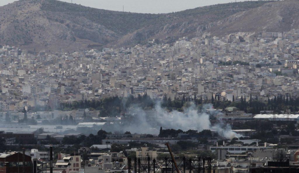 Υπό μερικό έλεγχο η πυρκαγιά που ξέσπασε σε μεταφορική εταιρεία στην περιοχή του Ρέντη | Pagenews.gr
