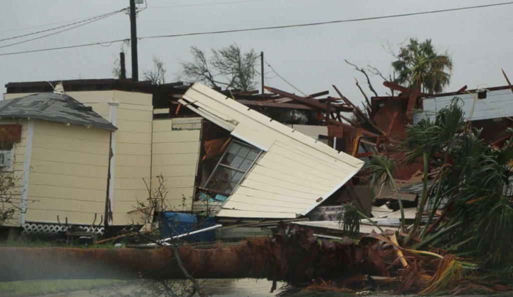 Τυφώνας Χάρβεϊ: Έξι μέλη μίας οικογένειας ανασύρθηκαν νεκρά από τις πλημμύρες | Pagenews.gr