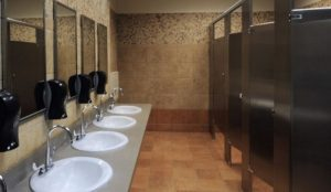 Πώς αυξάνονται οι πιθανότητες να κολλήσεις μικρόβια από τις δημόσιες τουαλέτες | Pagenews.gr