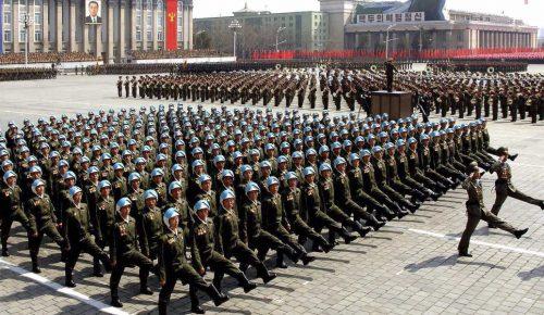 Βόρεια Κορέα: Στρατιωτική παρέλαση την παραμονή της έναρξης των χειμερινών Ολυμπιακών Αγώνων   Pagenews.gr
