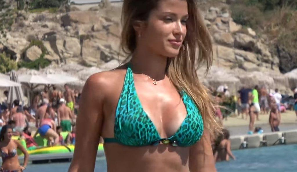 H Κατερίνα Σικινιώτη στις παραλίες της Μυκόνου   Pagenews.gr