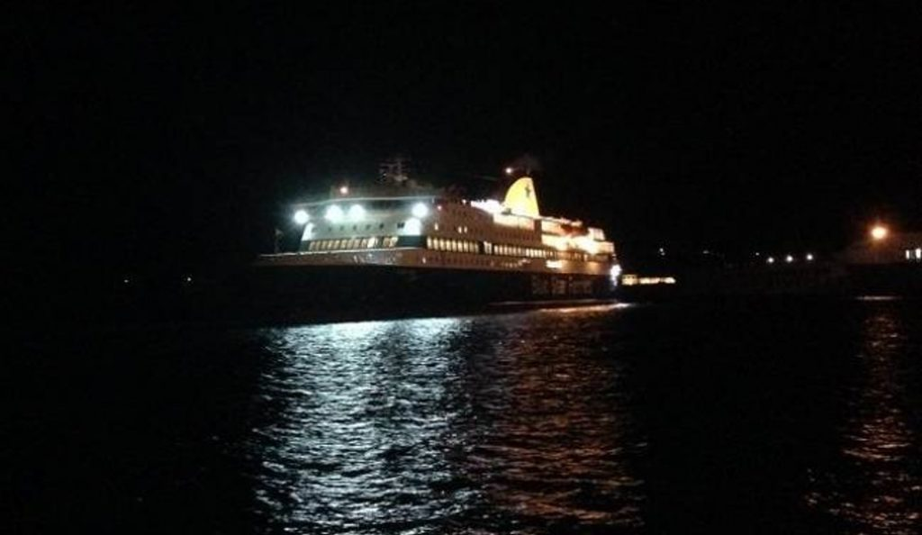 Blue Star Patmos: Ξεκινά η διαδικασία αποκόλλησης του πλοίου | Pagenews.gr