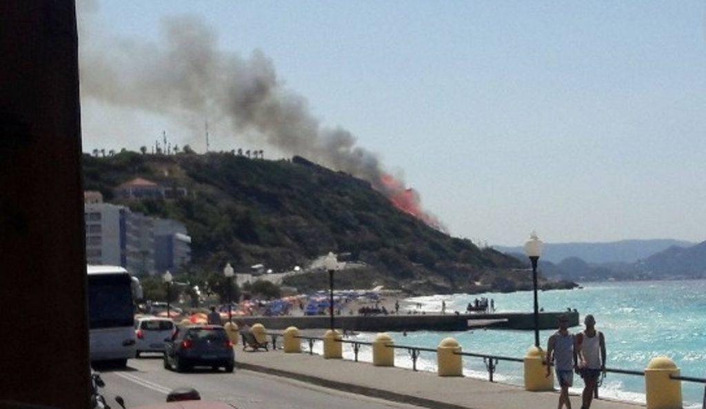 Φωτιά τώρα: Απειλούνται σπίτια στη Ρόδο (pics&vid) | Pagenews.gr