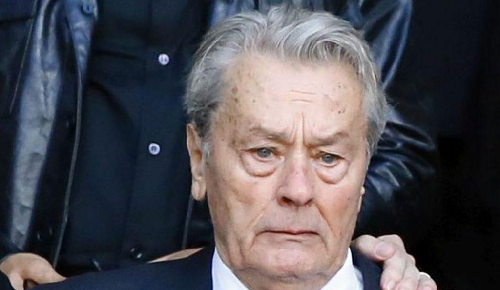 Μιρέιγ Νταρκ: Συντετριμμένος ο Αλέν Ντελόν στην κηδεία της πρώην συζύγου του | Pagenews.gr
