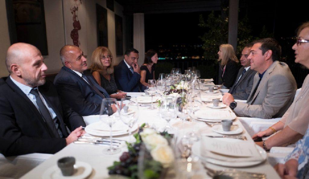 Ο Τσίπρας και το θερμό καλοσώρισμα στον πρωθυπουργό της Βουλγαρίας, Μπόικο Μπορίσοφ | Pagenews.gr