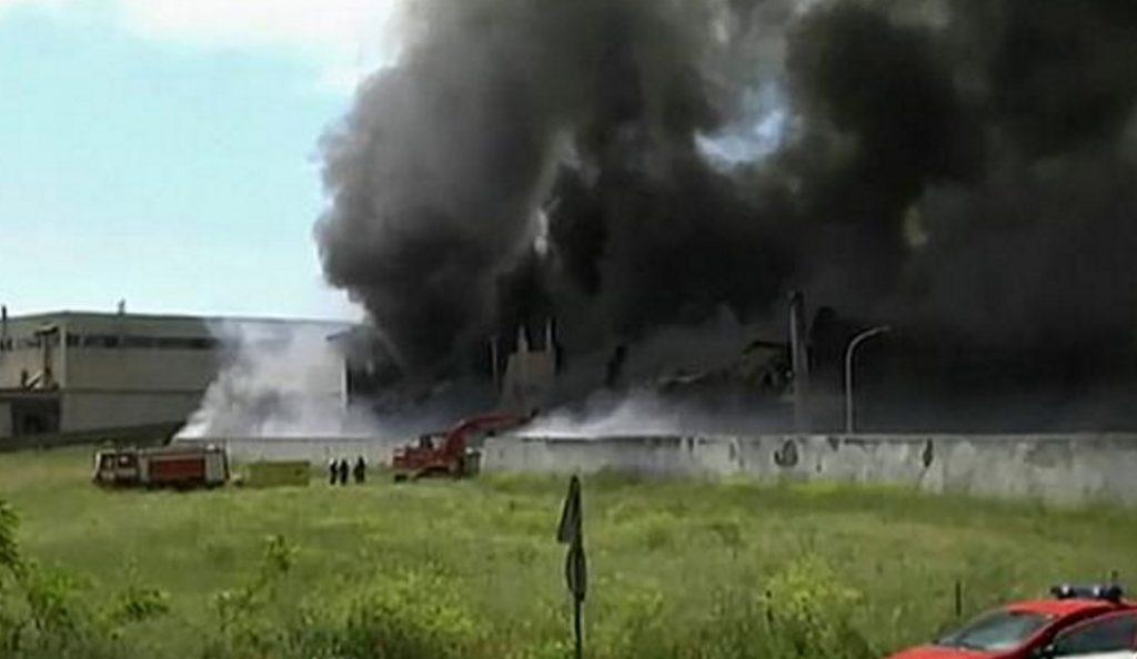 Ιταλία: Πυρκαγιά σε εταιρεία που περισυλλέγει ειδικά απορρίμματα – Κίνδυνος τοξικών αναθυμιάσεων | Pagenews.gr