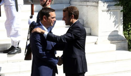 Μακρόν: Προκαλούν σεβασμό το κουράγιο και η αξιοπρέπεια των Ελλήνων | Pagenews.gr