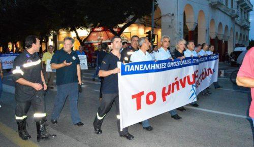 ΔΕΘ 2017: Διαμαρτυρία ενστόλων με πυρσούς στο υπουργείο Μακεδονίας Θράκης   Pagenews.gr
